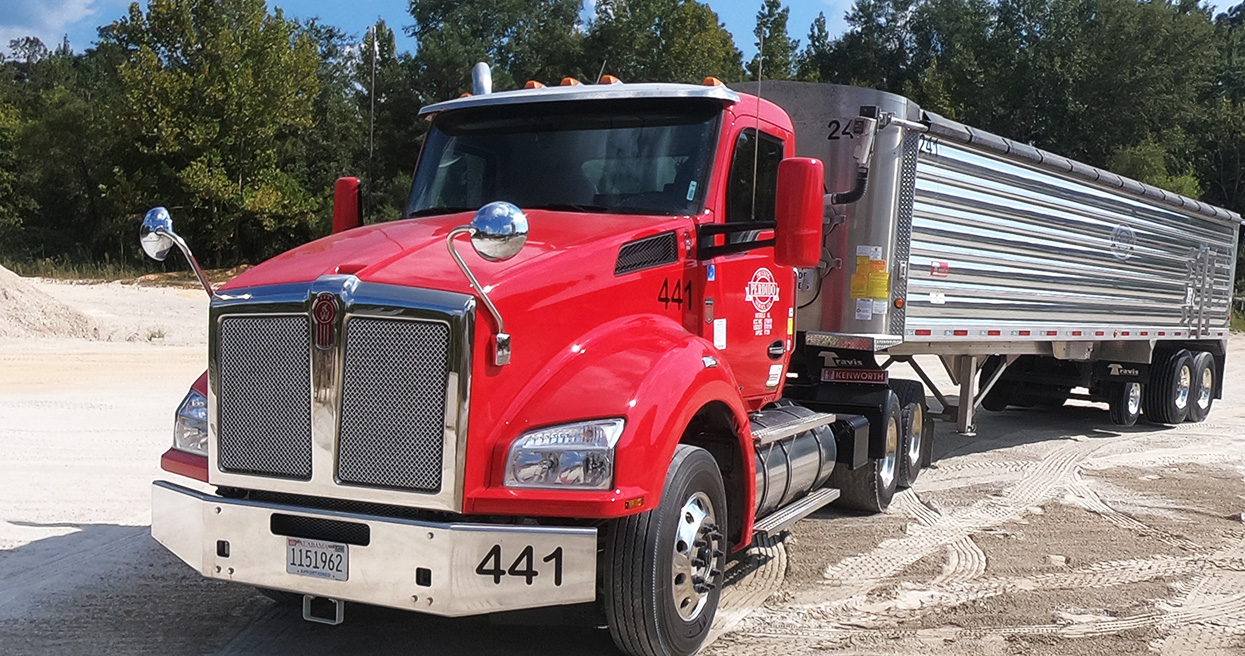 Aggregate hauler depends on T880s for continuous uptime