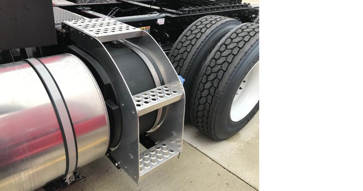 Kenworth T680 and T880 Add Option for DEF Tank with Integrated Steps